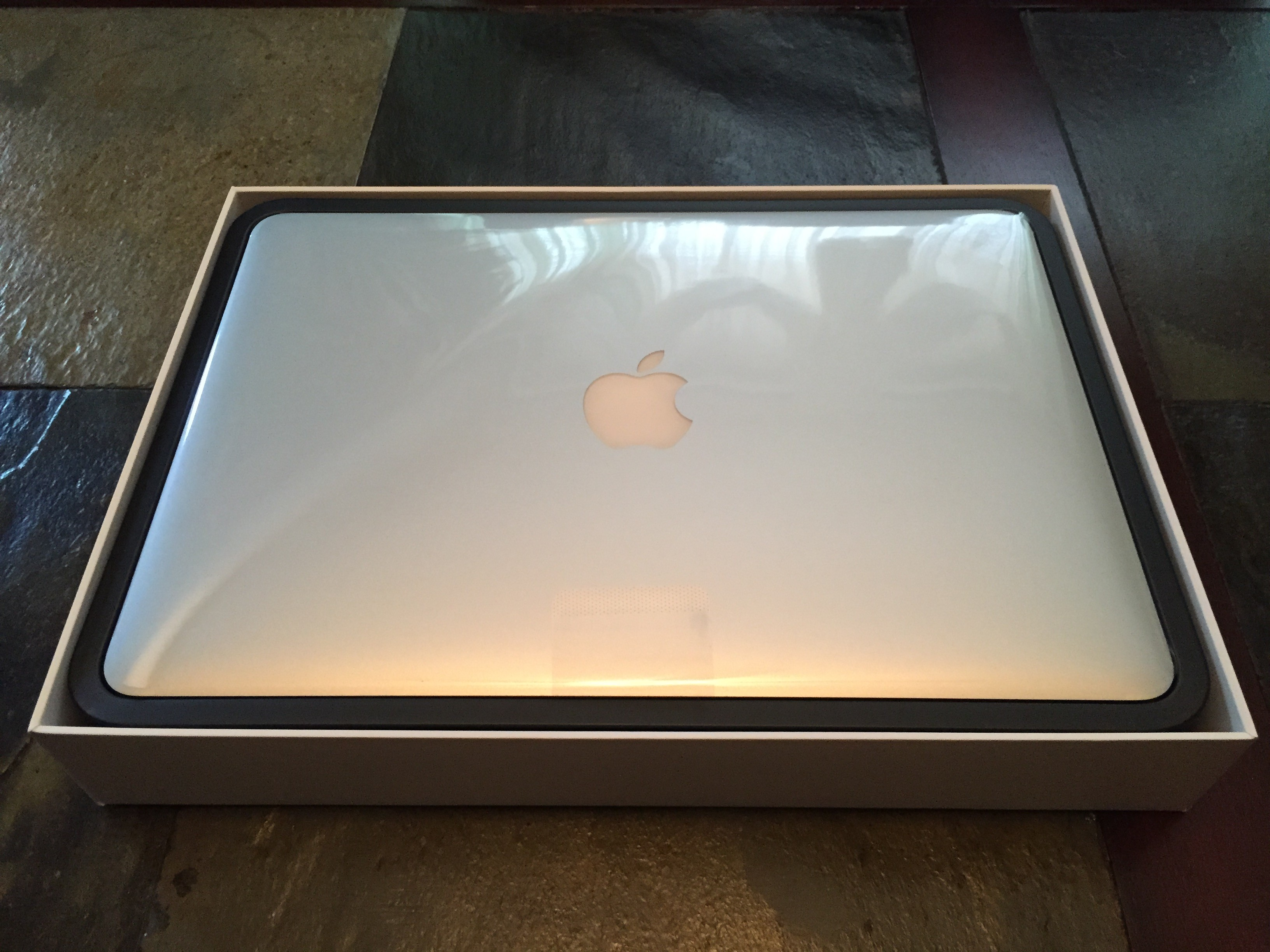 "Unboxing the 13"" MacBook Pro (2015) - Your MacTek"